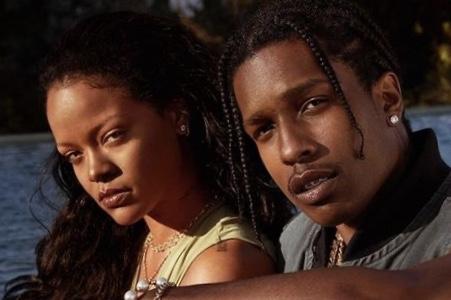 """Rihanna: """"Fenty Skin è genderless ed è per tutti"""""""