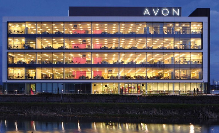 Avon, gli investitori spingono sulla vendita