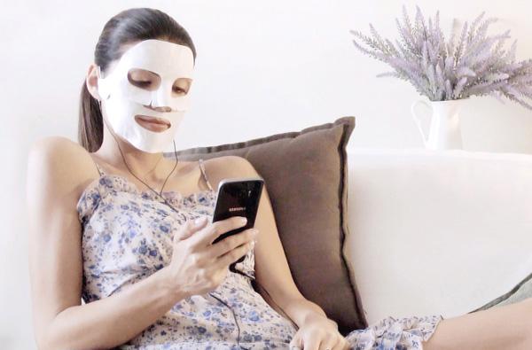 Baldan lancia la maschera con lo smartphone