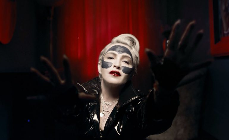Madonna fa i cosmetici con 'l'acqua santa' di Montecatini
