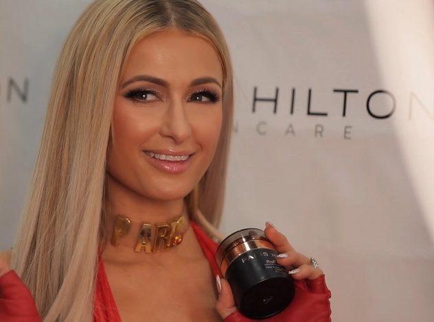 Paris Hilton porta a Milano il suo brand skincare
